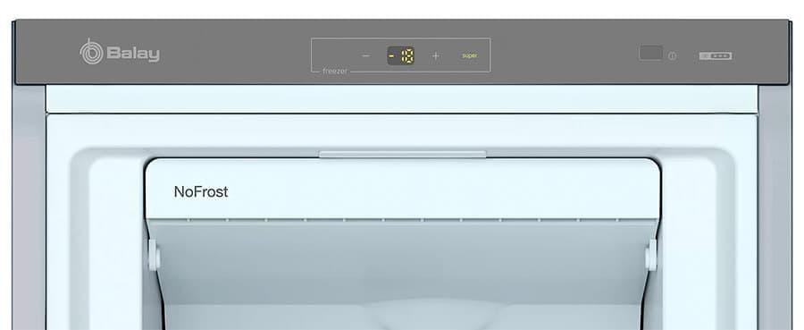 Detalle foto ampliada congelador vertical Balay