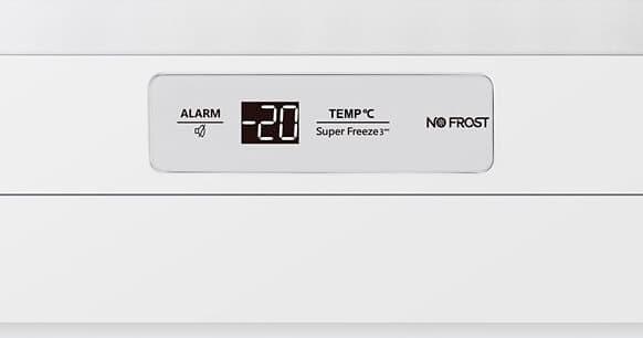 Detalle del control frontal display led del congelador Hisense