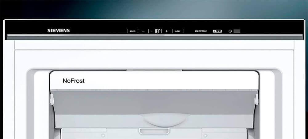 Detalle frontal del control del congelador Siemens